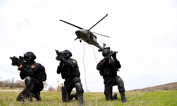 Teşkilat dizisinde Jandarma Özel Harekat Timi gövde gösterisi yaptı
